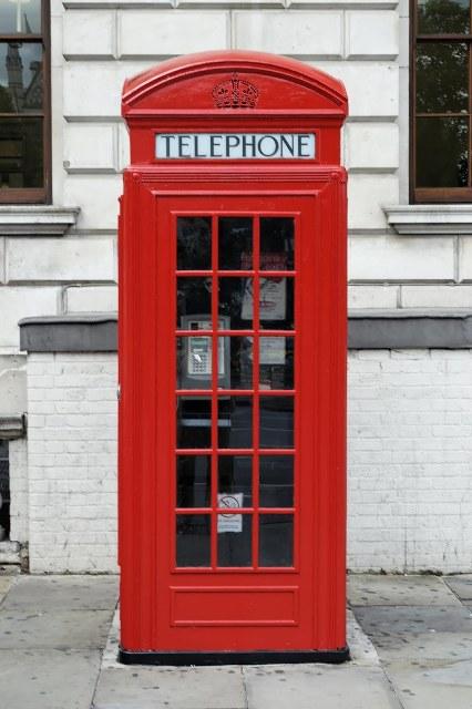 red telephone box (handheldusability.wordpress.com).jpg-712832